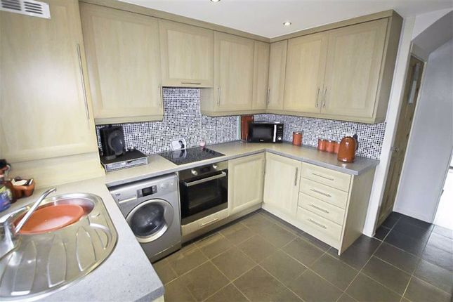 Fitted Kitchen: of Oak Road, Armley, Leeds, West Yorkshire LS12