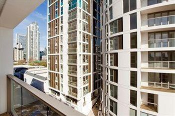 2 bed flat to rent in Lanterns Court, Canary Wharf, Lanterns Way