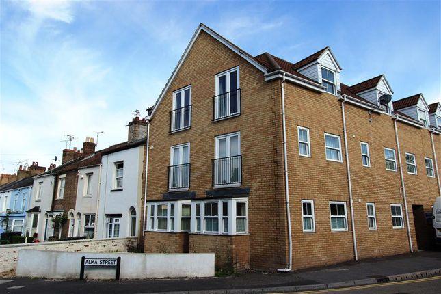 Thumbnail Flat to rent in Silver Street, Taunton