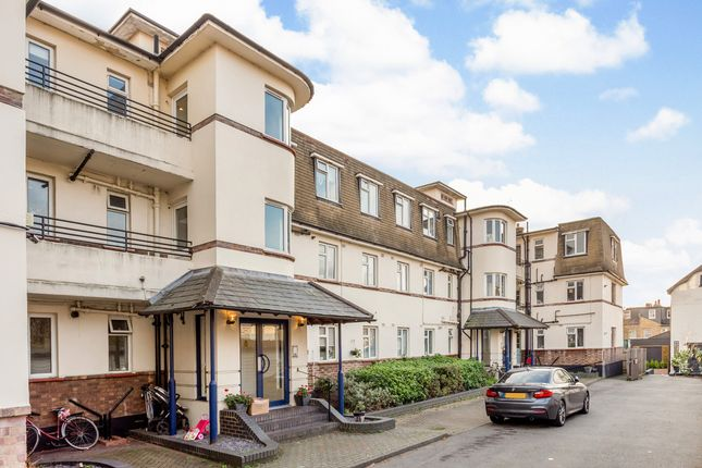 Thumbnail Flat to rent in Park Close, Kingston Upon Thames