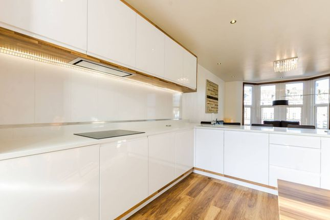 what to do with the space above your kitchen cabinets brixton hill brixton hill sw2 3 bedroom flat for 28354