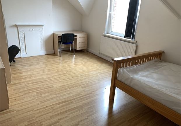 Shared accommodation to rent in Hawthorne Avenue, Uplands, Swansea, Glanmorgan.