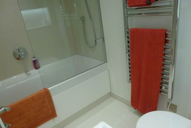 Bathroom of Simpson Loan, Qmile, Edinburgh EH3