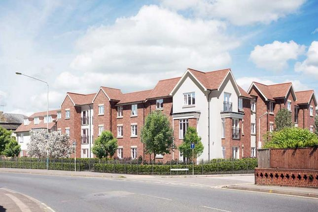 Thumbnail Flat for sale in Pinewood Gardens, Southborough, Tunbridge Wells