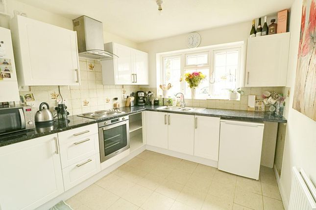 4 bed semi-detached house for sale in Chesterfield Road, Ashford