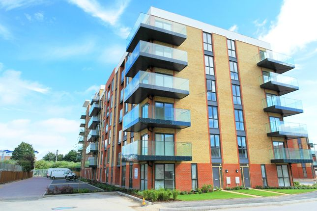 Thumbnail Flat for sale in Oscar Wilde Road, Reading