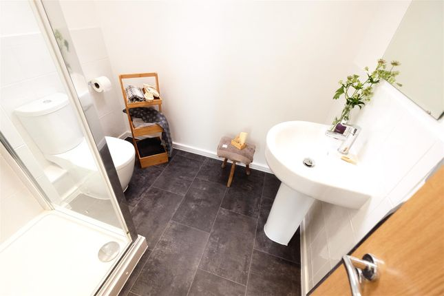 Stamford Ensuite of Frinsted Road, Liverpool L11