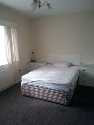 Thumbnail Triplex to rent in Hilltop Court, Fallowfield