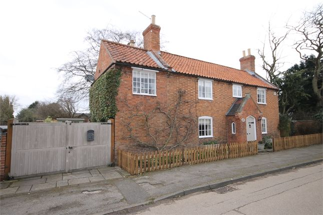 Thumbnail Cottage for sale in Church Street, Collingham, Newark, Nottinghamshire.