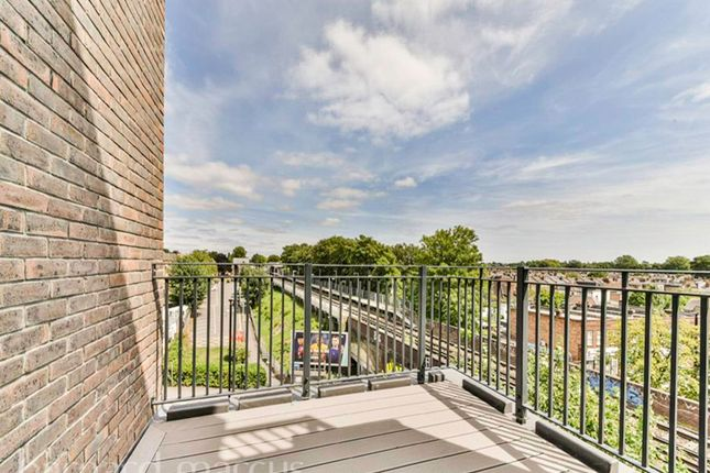 Thumbnail Flat to rent in St. Johns Road, Isleworth