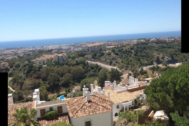 Apartment for sale in 3 Bed, 3 Bath Penthouse, Benehavis, Malaga