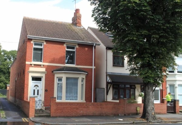 Thumbnail End terrace house to rent in County Road, Swindon