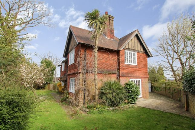 Thumbnail Detached house to rent in Paddockhall Road, Haywards Heath