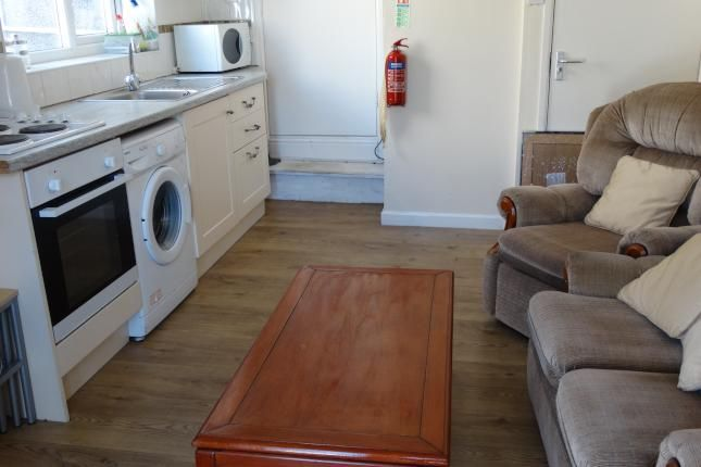 Thumbnail Flat to rent in Finsbury Terrace, Swansea