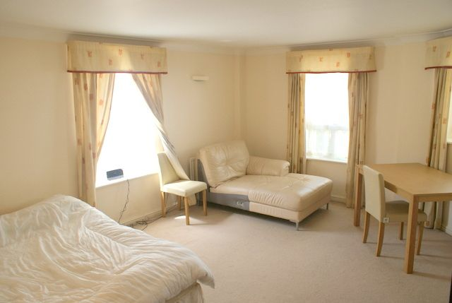 Room to rent in Stewart Street, Canary Wharf