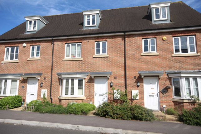 Thumbnail Town house to rent in Sparrowhawk Way, Bracknell