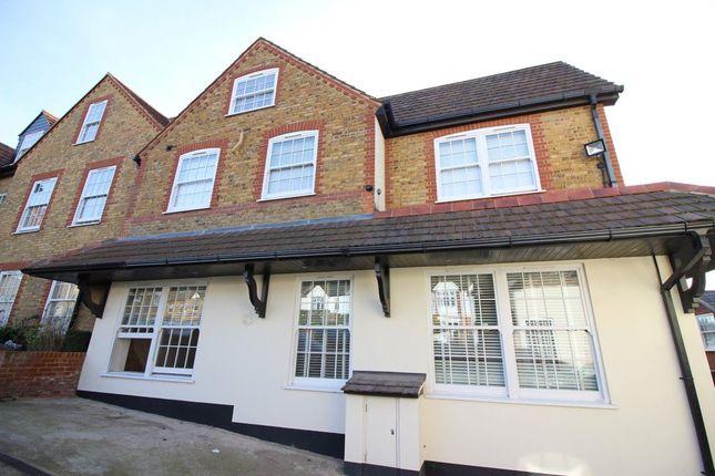 Thumbnail Flat to rent in Highfield Road, Bushey