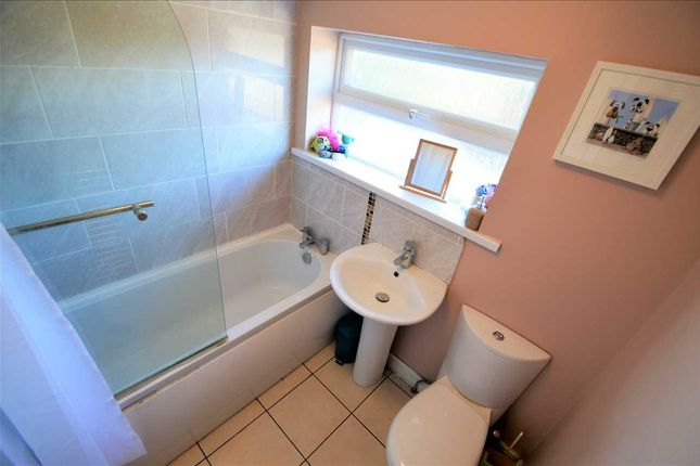 Bathroom of Wolds Drive, Keyworth, Nottingham NG12