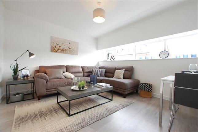 Thumbnail Flat to rent in High Street, Cradley Heath