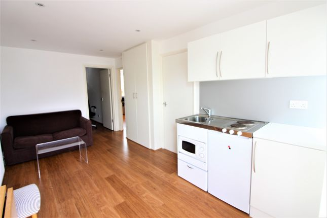 Thumbnail Flat to rent in Victoria Close, West Molesey