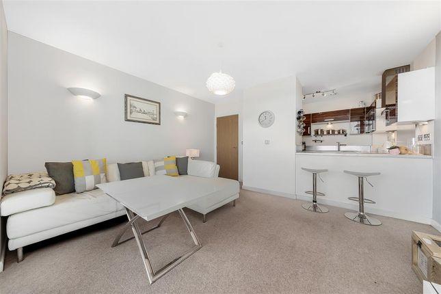 Sitting Room of Mapleton Road, London SW18