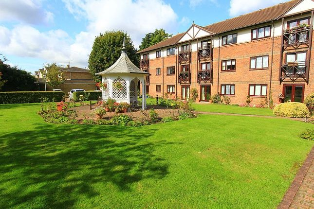 Thumbnail Flat for sale in Ravenscourt, Brentwood, Essex