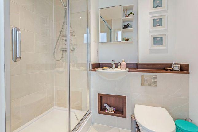 En-Suite of Whitestone Way, Croydon CR0