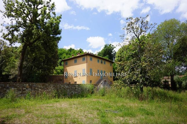 6 bed villa for sale in Lucca, Tuscany, Italy