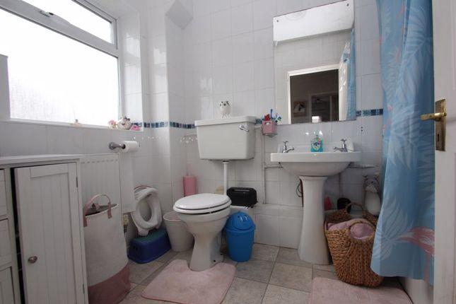 Bathroom of Lords Lane, Studley B80