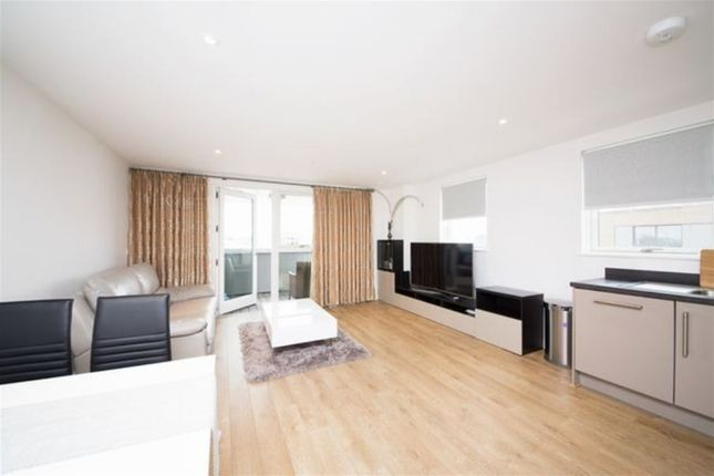 2 bed flat to rent in Bessemer Place, Platinum Place SE10