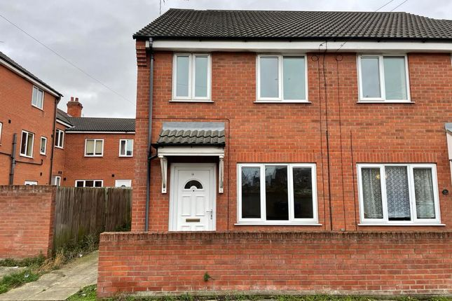 2 bed flat to rent in Tiverton Street, Cleethorpes DN35