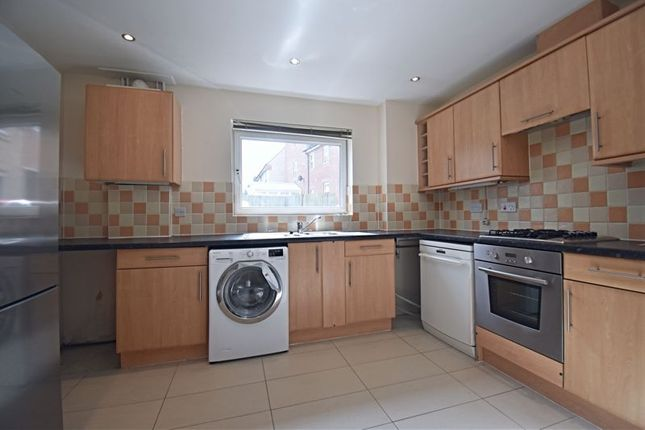 Thumbnail Flat to rent in Lillymill Chine, Chineham, Basingstoke