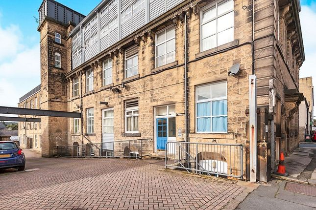 3 bed flat for sale in Clyde Street, Bingley BD16