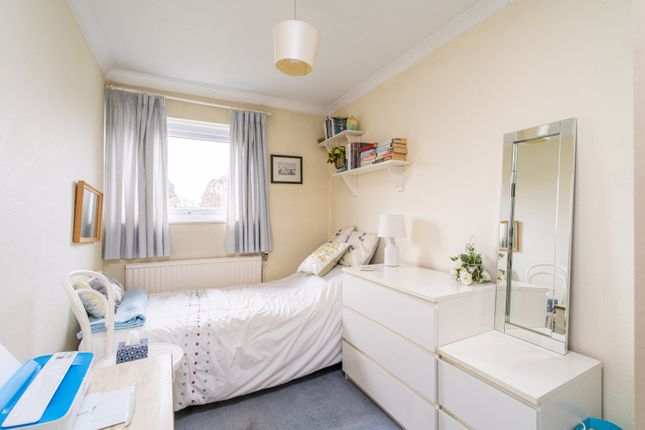 3 Bed Terraced House For Sale In Haddon Court Shakespeare Road Harpenden Hertfordshire Al5 Zoopla