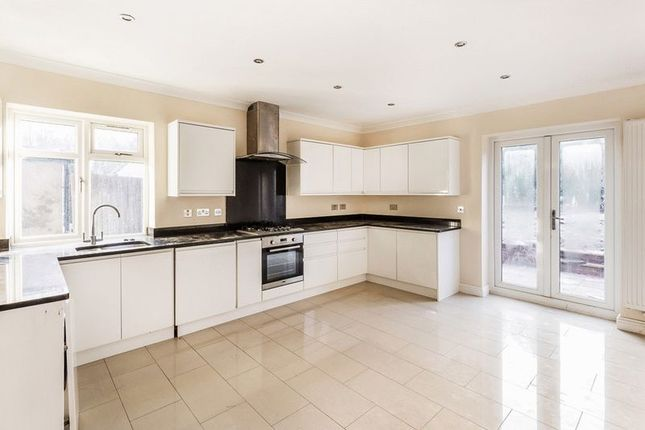 Thumbnail Semi-detached house to rent in Cavendish Road, Redhill