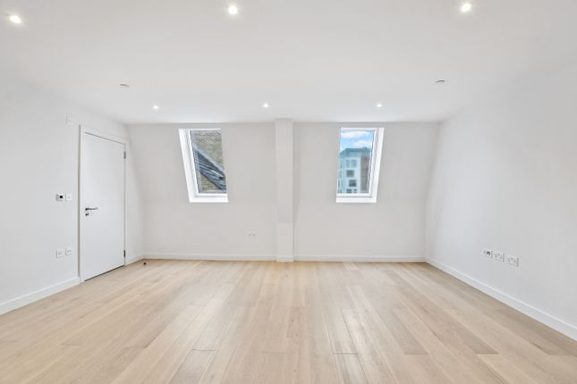 Thumbnail Flat for sale in Albion Court, Hammersmith