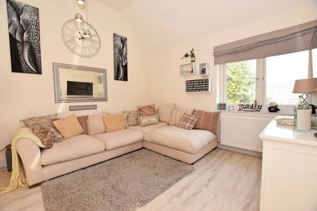 Thumbnail Flat for sale in Beacon Road, Crowborough
