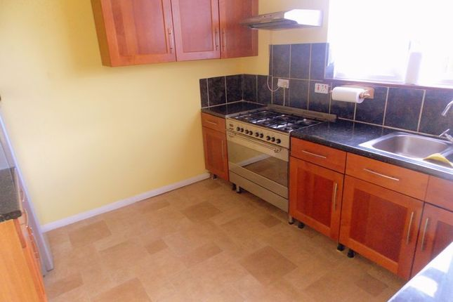 Thumbnail Terraced house to rent in Tamar Way, Langley, Slough