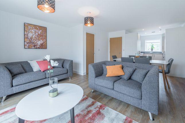 Thumbnail Maisonette to rent in Pondtail Avenue, Horsham
