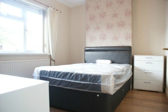 Thumbnail Town house to rent in Roberts Avenue, Newcastle-Under-Lyme