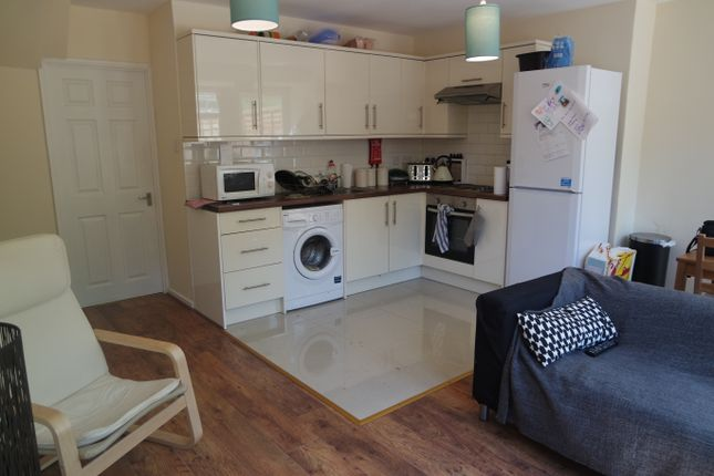 Thumbnail Flat to rent in Lorrimore Road (Available September 2018), Kennington