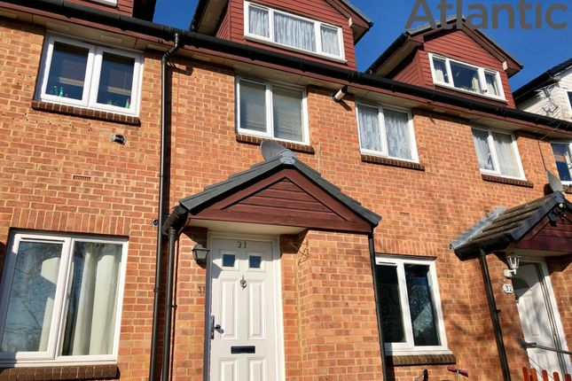 Thumbnail Maisonette to rent in Amanda Close, Chigwell