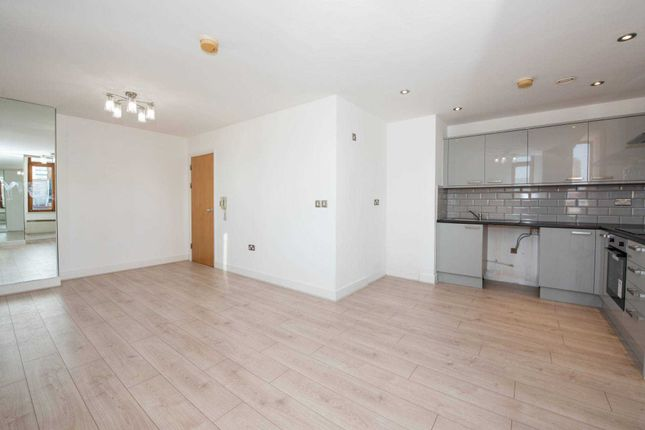 2 bed flat to rent in Chatsworth House, Lever Street, Manchester M1