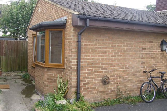 Thumbnail Flat to rent in Millmoor Crescent, Eynsham, Witney
