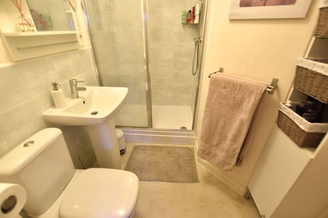 En-Suite of Syward Row, Wolverton, Milton Keynes MK12