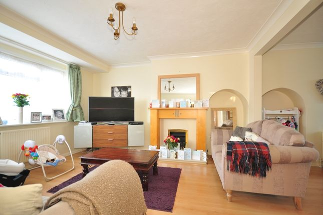 Thumbnail Semi-detached house to rent in Melrose Avenue, Worthing