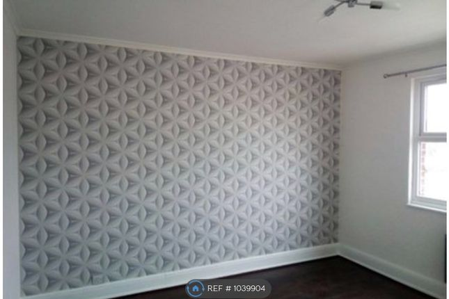 2 bed flat to rent in Hall Lane, London E4