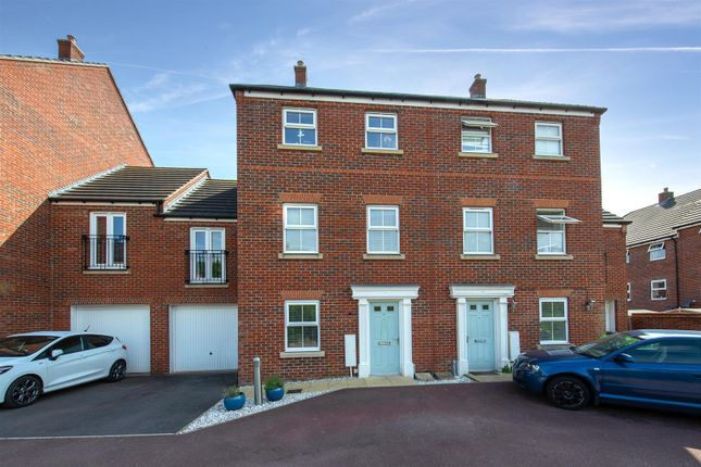 Thumbnail Town house for sale in Lake View, Houghton Regis, Dunstable