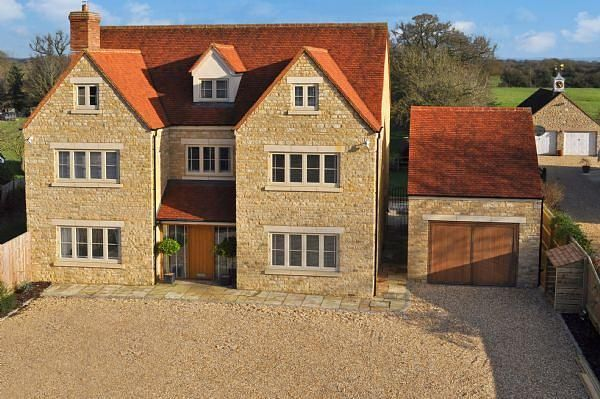 Thumbnail 6 bed detached house to rent in Station Road, Launton, Bicester