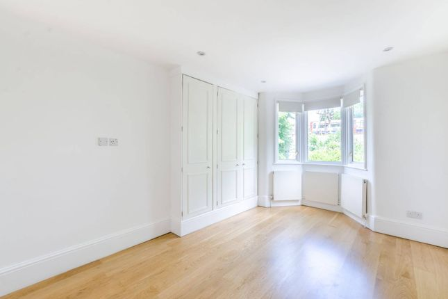 Maisonette to rent in Thornton Avenue, Chiswick, London